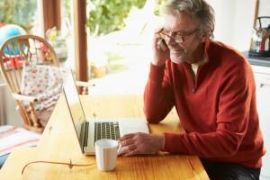 Klanten kunnen telefonisch en online hun vragen stellen over de aangifte inkomstenbelasting